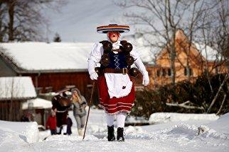 Участник зимнего фестиваля Сильвестрклаузен в кантоне Аппенцелль-Ауссерроден, Щвейцария