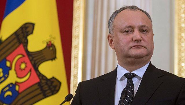 Додон потребовал отставки министра из-за лекций о присоединении к Румынии