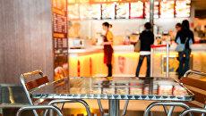 Столики кафе в аэропорту. Архивное фото