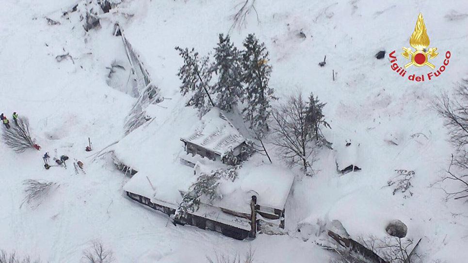 Наитальянском курорте 30 постояльцев отеля погибли при сходе лавины