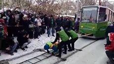 Оксана Кошелева тянет трамваи