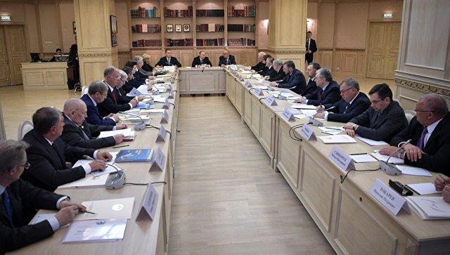 Президент РФ Владимир Путин на заседании попечительского совета Московского государственного университета имени М.В. Ломоносова. 25 января 2017