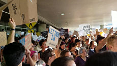 Впустите их - американцы вышли на акции против указа Трампа