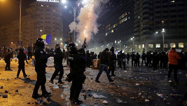 Столкновения полиции и протестующих в Бухаресте