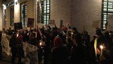 Протестующие против миграционных указов Трампа у посольства США в Риме