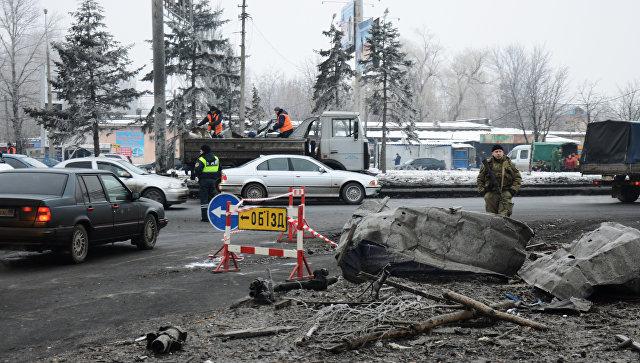 Последствия ночного обстрела в Донбассе. Архивное фото