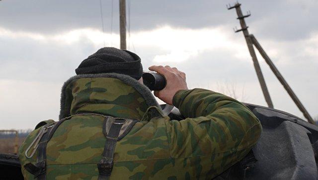 Боец народной милиции ДНР в окрестностях села Коминтерново. Архивное фото