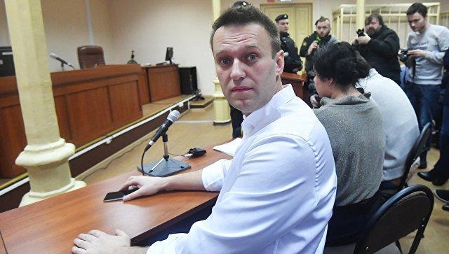 Политик Алексей Навальный перед началом заседания Ленинского суда Кирова, где будет оглашен приговор по делу Кировлеса. 8 февраля 2017