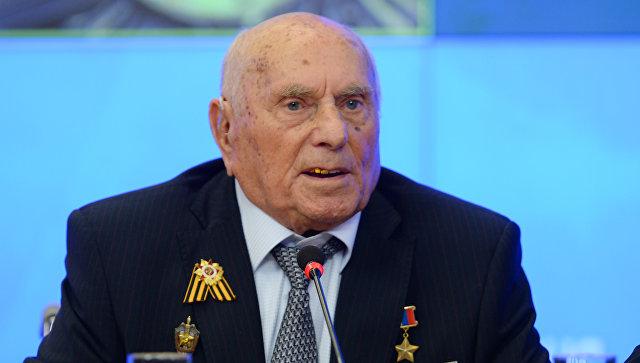 Владимир Путин поздравил шпиона Алексея Ботяна сюбилеем