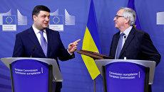 Премьер-министр Украины Владимир Гройсман и глава Еврокомиссии Жан-Клод Юнкер во время брифинга в Брюсселе. 10 февраля 2017