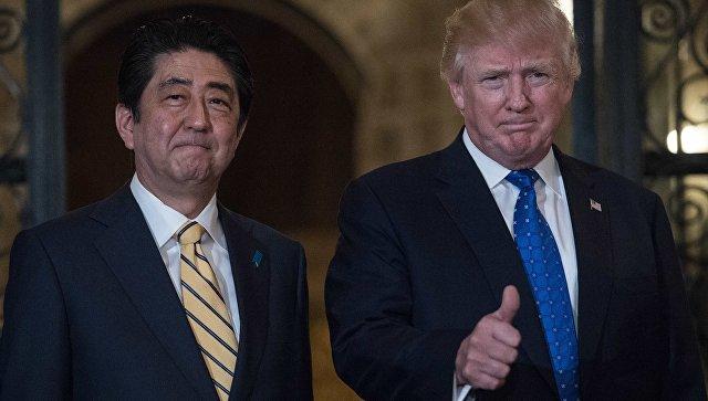 Японский премьер обсудил сТрампом антироссийские санкции