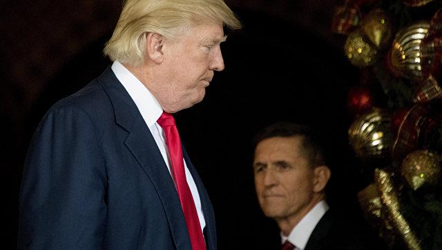 Президент США Дональд Трамп с советником по национальной безопасности генерал-лейтенантом Майклом Флинном, архивное фото