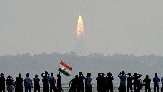 Индия могла скопировать облик российского скафандра, полагает разработчик