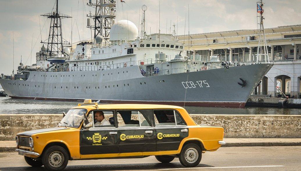Средний разведывательный корабль ВМФ России ССВ-175 Виктор Леонов в порту Гаваны, Куба