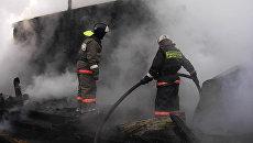 Сотрудники МЧС республики Бурятия на месте пожара. Архивное фото