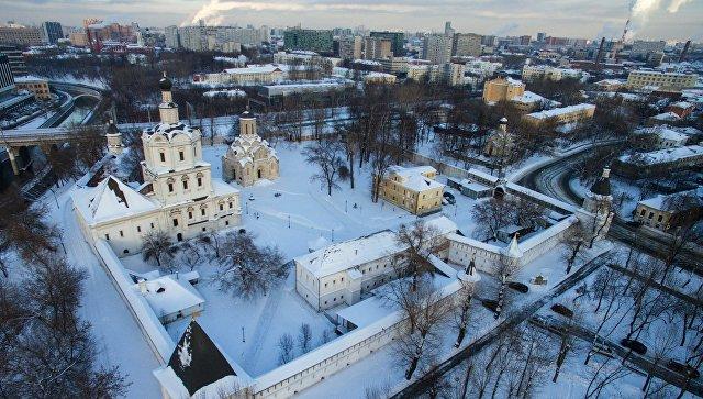Вид на Спасо-Андроников монастырь в Москве. Архивное фото