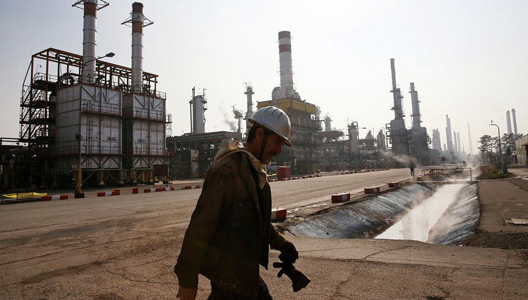 СМИ: Ирану нужны инвестиции в нефтяную отрасль в $40 млрд