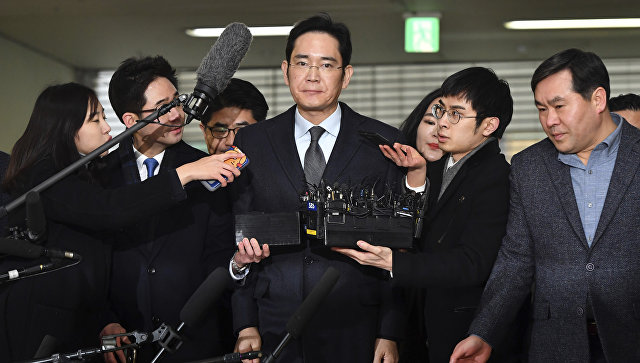 Вице-президент Samsung Electronics Ли Чже Ён с журналистами. 13 февраля 2017