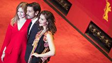 Члены жюри немецкая актриса Юлия Йенч, мексиканский режиссер Диего Луна и американская актриса Мэгги Джилленхол на красной дорожке закрытия 67-го Берлинского международного кинофестиваля Берлинале - 2017