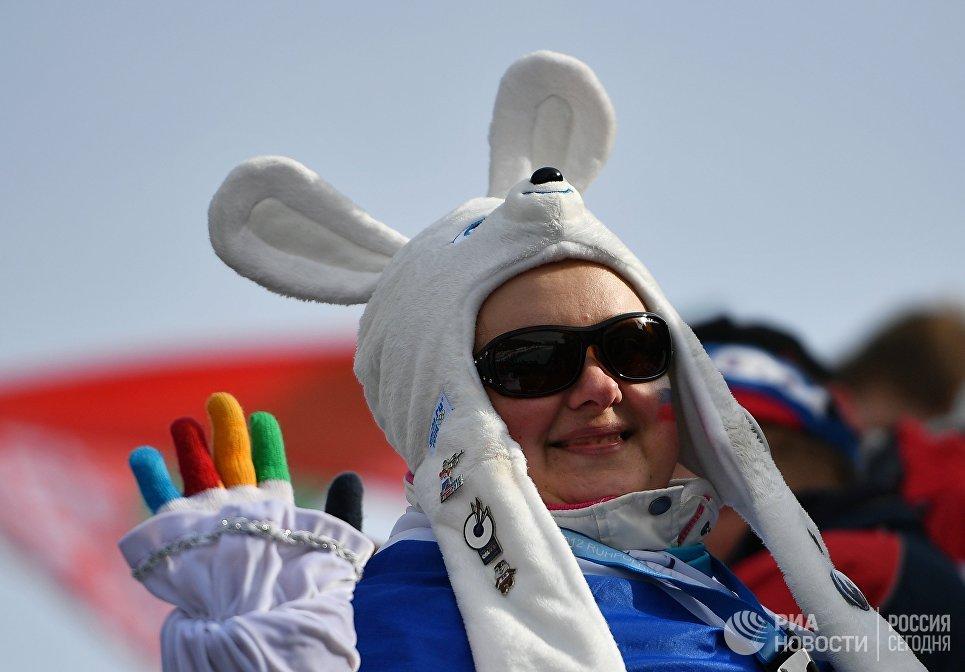 Российская болельщица во время гонки преследования среди женщин чемпионата мира по биатлону в австрийском Хохфильцене