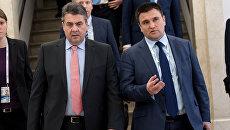 Министр иностранных дел Германии Зигмар Габриэль и министр иностранных дел Украины Павел Климкин во время встречи в Мюнхене