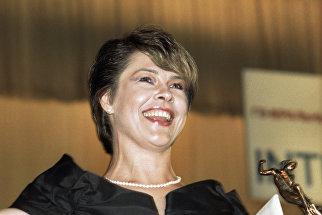 Актриса Татьяна Догилева, получившая бронзовую статуэтку за лучшую женскую роль в фильме Афганский излом, на кинофестивале Кинотавр-92