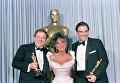 Арнольд Копельман, Элизабет Тейлор и Оливер Стоун на премии Оскар, штат Калифорния, 31 марта 1987