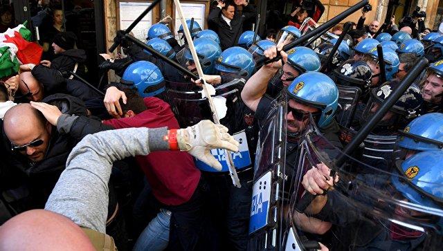 Забастовки вРиме: милиция применила слезоточивый газ идубинки