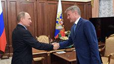 Президент РФ Владимир Путин и президент, председатель правления Сбербанка России Герман Греф во время встречи. 22 февраля 2017