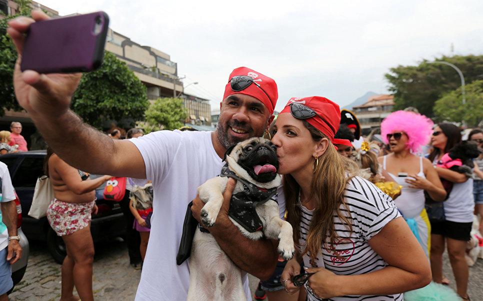 Карнавальное шествие в Рио-де-Жанейро