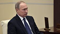 Президент РФ Владимир Путин во время рабочей встречи с председателем Счетной палаты РФ Татьяной Голиковой. 3 марта 2017