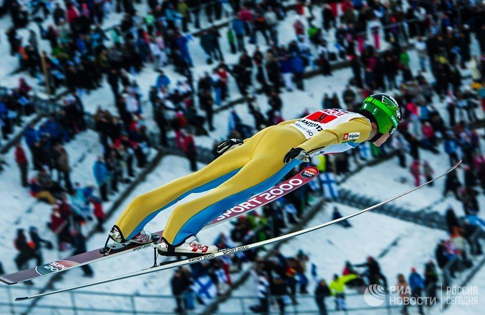 Умные организаторы, оставили на последний день самую яркую, самую сложную и самую зрелищную лыжную дисциплину - мужской марафон на 50км свободным стилем.