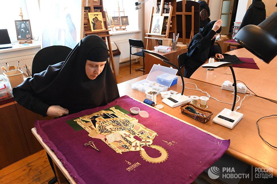 Иконописная мастерская в Свято-Никольском Черноостровском женском монастыре в городе Малоярославце Калужской области