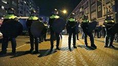 Полиция рядом с турецким консульством в Роттердаме. 11 марта 2017 год