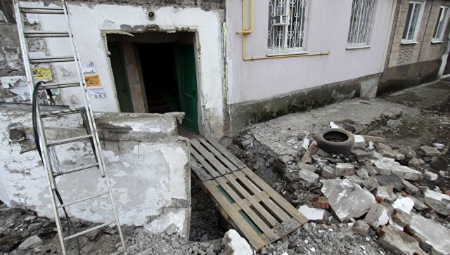 Многоквартирный жилой дом, пострадавший в результате обстрела, в городе Ясиноватая Донецкой области. Архивное фото