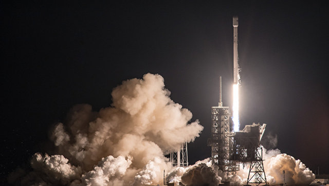 Старт ракеты Falcon 9 со спутником EchoStar 23 со стартовой площадке SpaceX на космодроме на мысе Канаверал. 16 марта 2017