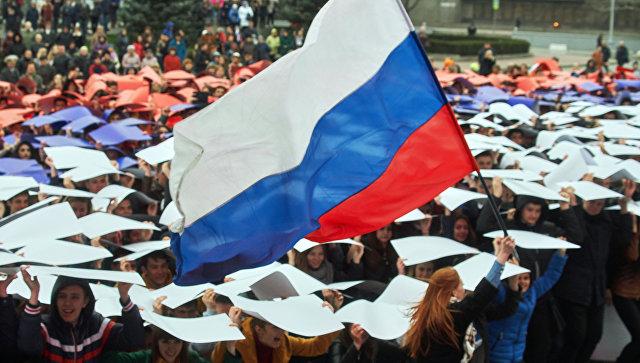 Флешмоб Горжусь Россией! в Севастополе