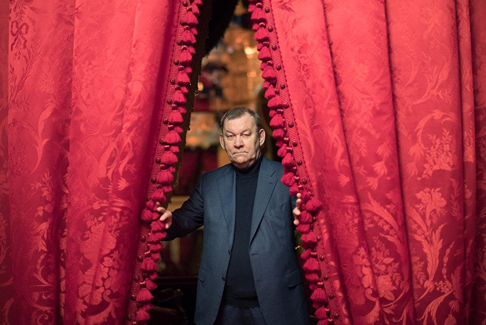 Генеральный руководитель  огромного  театра отметит юбилей вкругу семьи