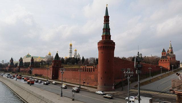Угол Кремлевской набережной и площади Васильевский спуск