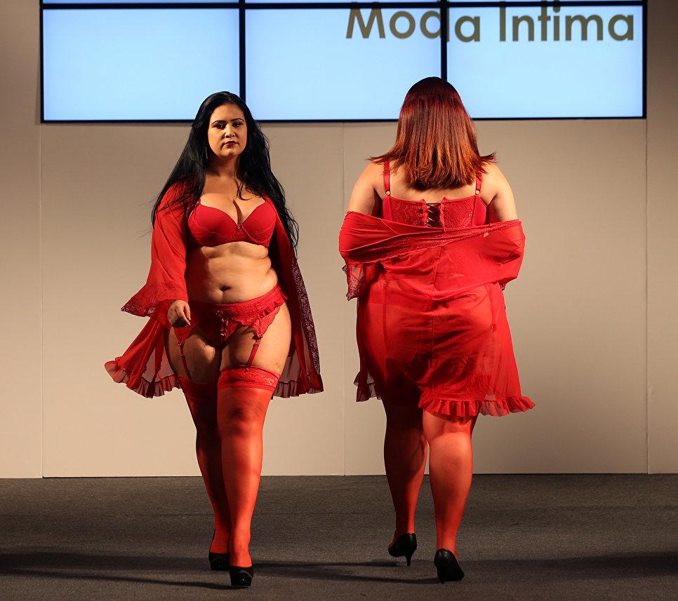 Модели размера плюс на показе в рамках Fashion Weekend Plus Size в Сан-Паулу, Бразилия