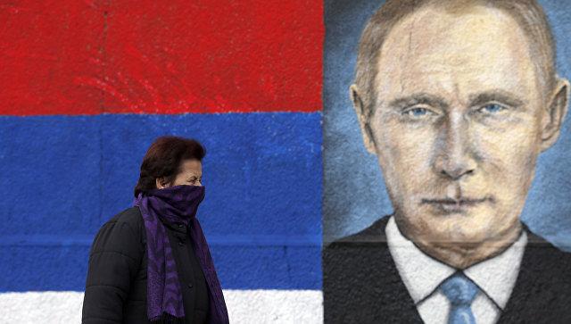 Граффити с изображением президента Росии Владимира Путина в пригороде Белграда, Сербия. Архивное фото