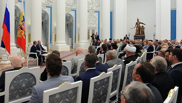Встреча президента России Врадимира Путина с членами Общественной палаты. Архивное фото