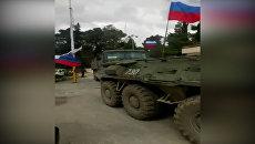 Военные на бронетехнике с флагами РФ прибыли в сирийский Африн. Съемка очевидца