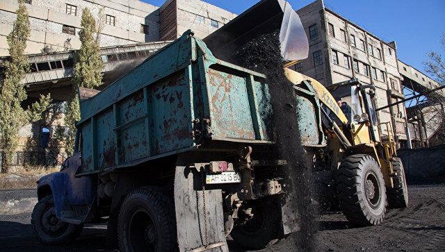 Погрузка угля, архивное фото.
