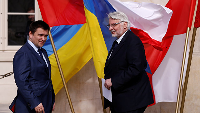 Министры иностранных дел Польши и Украины Витольд Ващиковский и Павел Климкин во время встречи в Варшаве