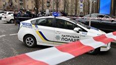 Полицейский автомобиль на месте убийства Дениса Вороненкова в Киеве. Архивное фото