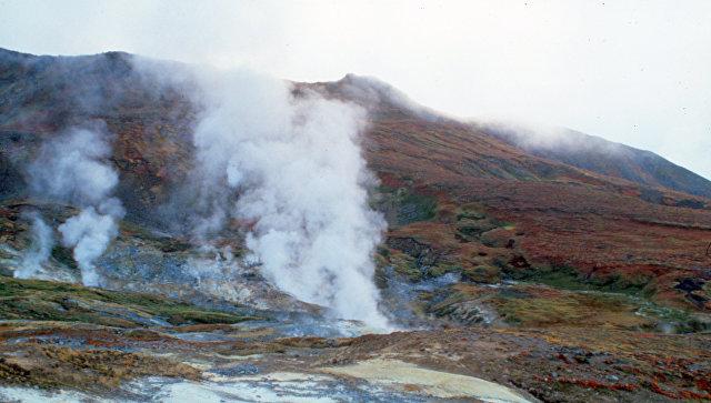 На Камчатке ученые наблюдают за извержением вулкана Камбальный