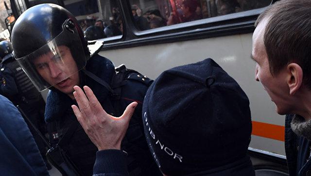 Несанкционированная акция на Триумфальной площади в Москве