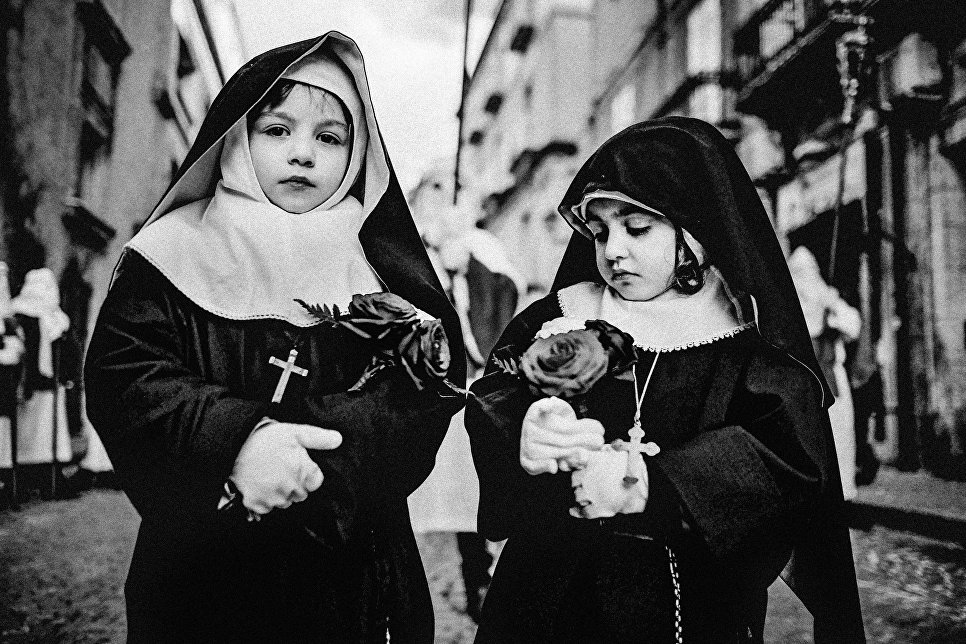 Работа фотографа из Италии Salvatore Mazzeo Holy Friday of ENNA для 2017 Sony World Photography Awards