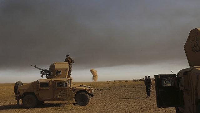 Дым на месте авиаударов ВВС США в окресностях Мосула. Архивное фото
